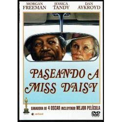 Paseando a Miss Daisy.