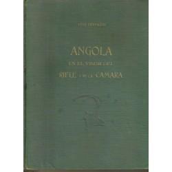 Angola en el visor del rifle y de la cámara.